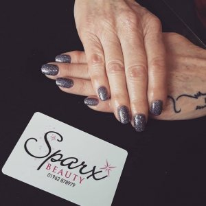 glitter-purple-nails-best-beauty-salon-in-winchester