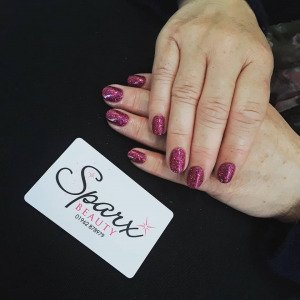 red-nails-sparx-beauty-salon-winchester