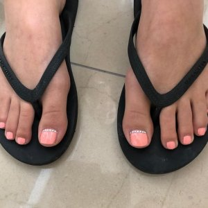 summer-toes-pastel-nail-colours-sparx-beauty-salon-winchester