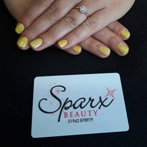 yellow-nail-trends-best-beauty-salon-in-winchester
